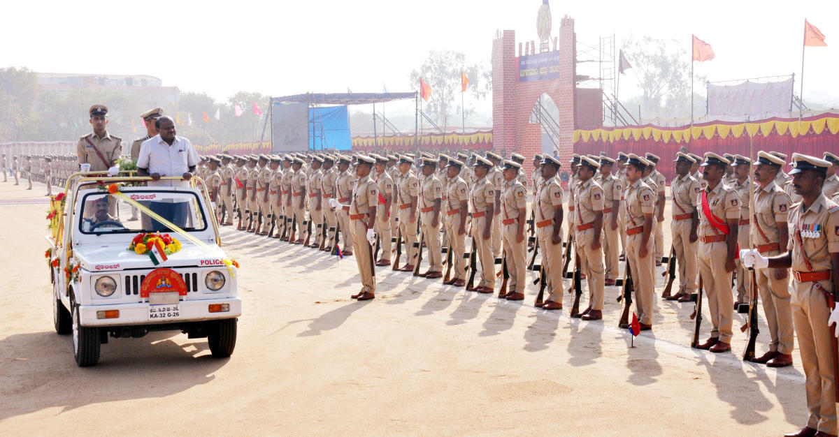 Chief Minister H D Kumaraswamy receives the guard of honour by graduating 41 Battalion of Police Sub-Inspectors at Police Parade Ground, in Mysuru on Monday.