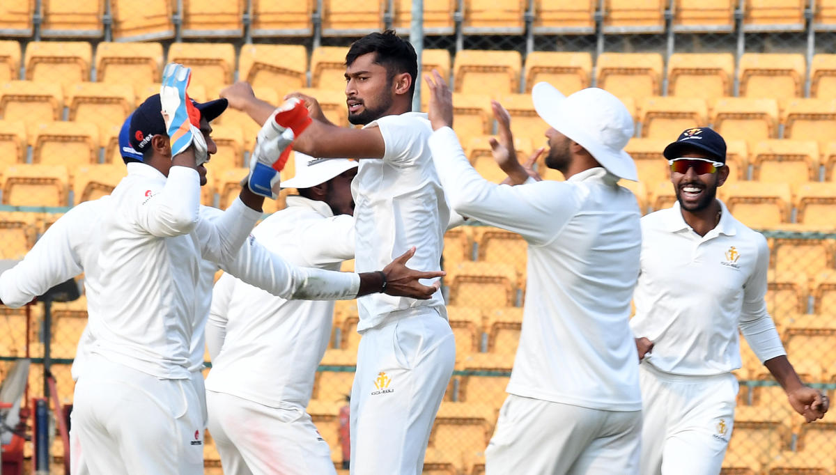 ON FIRE: Karnataka pacer Ronit More bagged his fourth five-wicket haul of the season on Friday at the Chinnaswamy. DH PHOTO/SRIKANTA SHARMA R