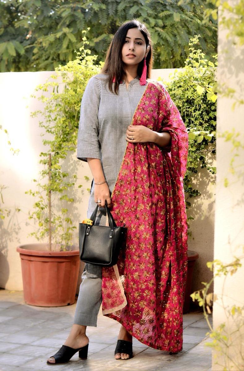Pria wearing khadi cotton kurti with straight fit cotton pants and topped it with a phulkari dupatta