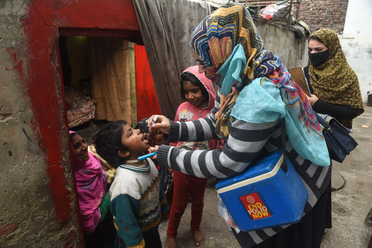 A Pakistani health worker administers polio vaccine drops to a child during a polio vaccination campaign at a slum area in Lahore. (AFP Photo)