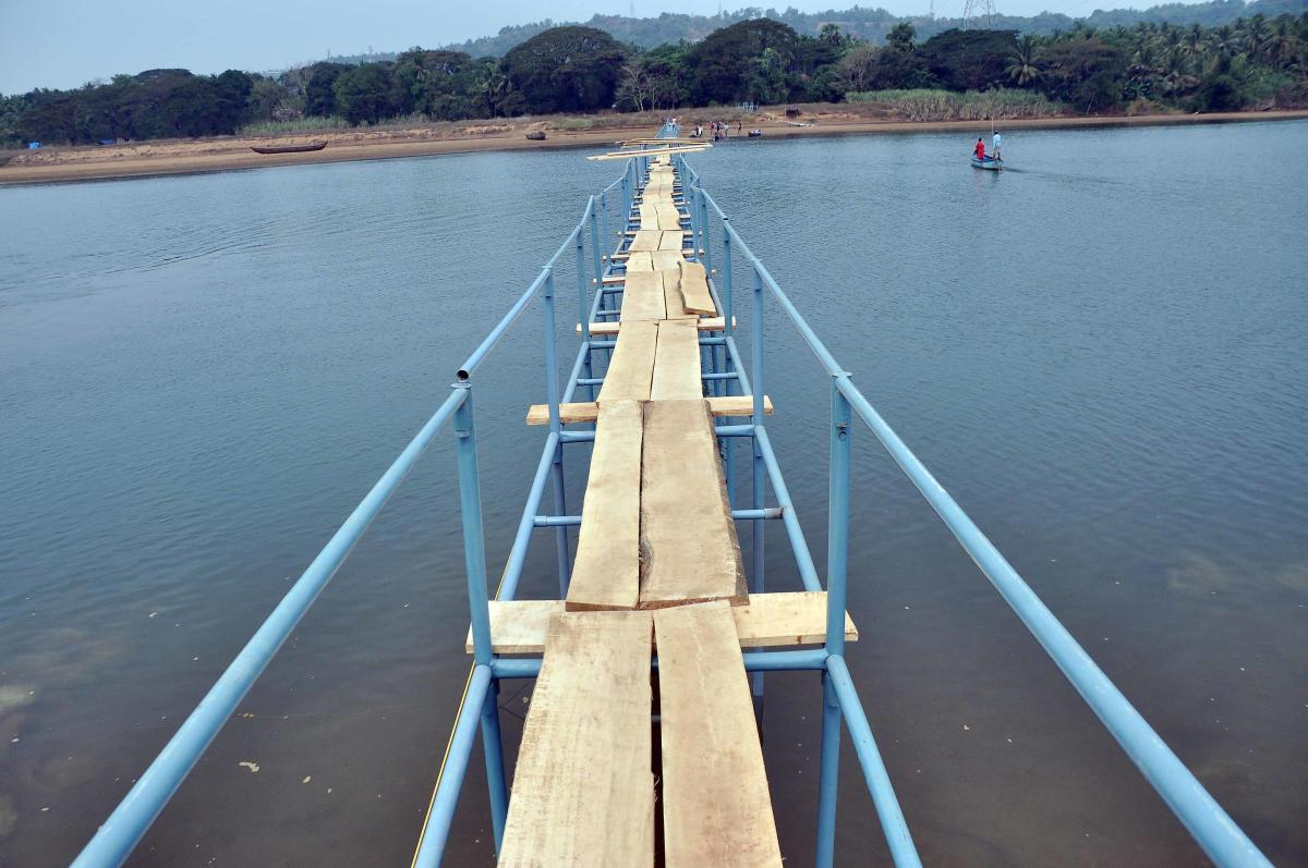 A view of the temporary bridge which connects Pavoor Uliya.