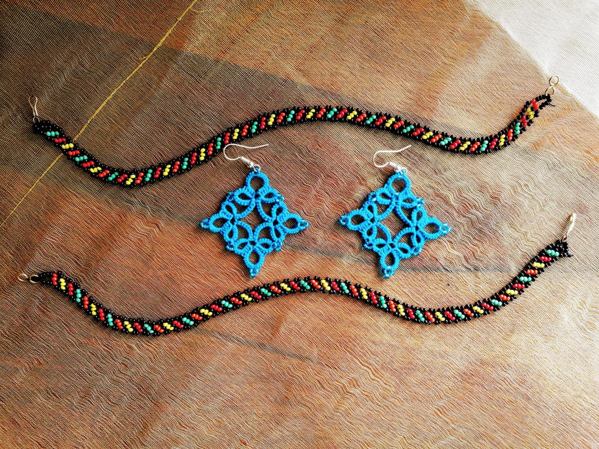 Sumeeta gifts and sells her tatting creations like jewellery pieces, little laces, doilies and small flowers.