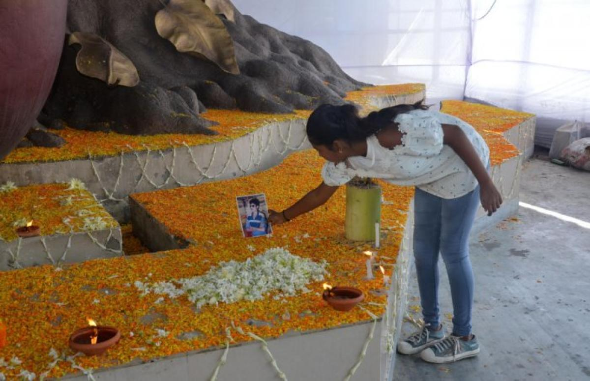 Moriam pays tribute to her father in Guwahati on Tuesday. Serial blasts by suspected NDFB militants at Ganeshguri and Panbazar and in Bongaigaon and Barpeta Road in western Assam had killed 88 persons and critically injured 124 others on October 30, 2008.