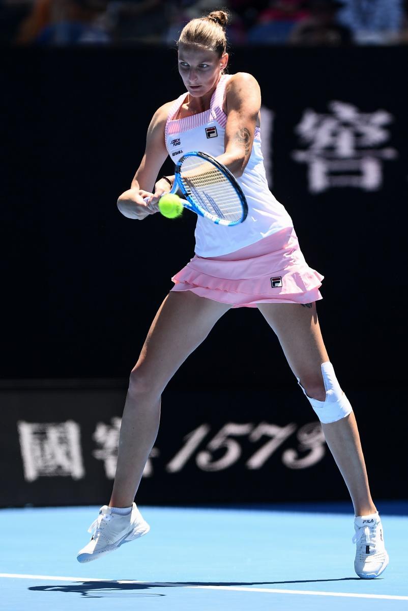 TERRIFIC DISPLAY: Czech Republic's Karolina Pliskova returns during her quarterfinal win over Serena Williams on Wednesday. AFP