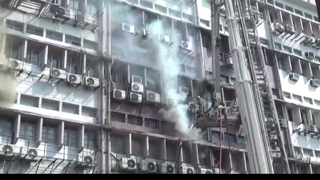 According to Fire Brigade sources the incident took place at the SDF building in Salt Lake.