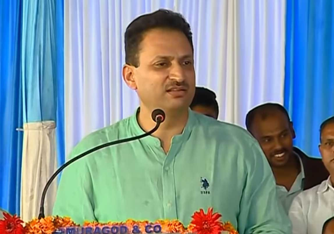 Union Minister Anantkumar Hegde's remarks on AICC President Rahul Gandhi and KPCC president Dinesh Gundu Rao have come in for flak. DH file photo