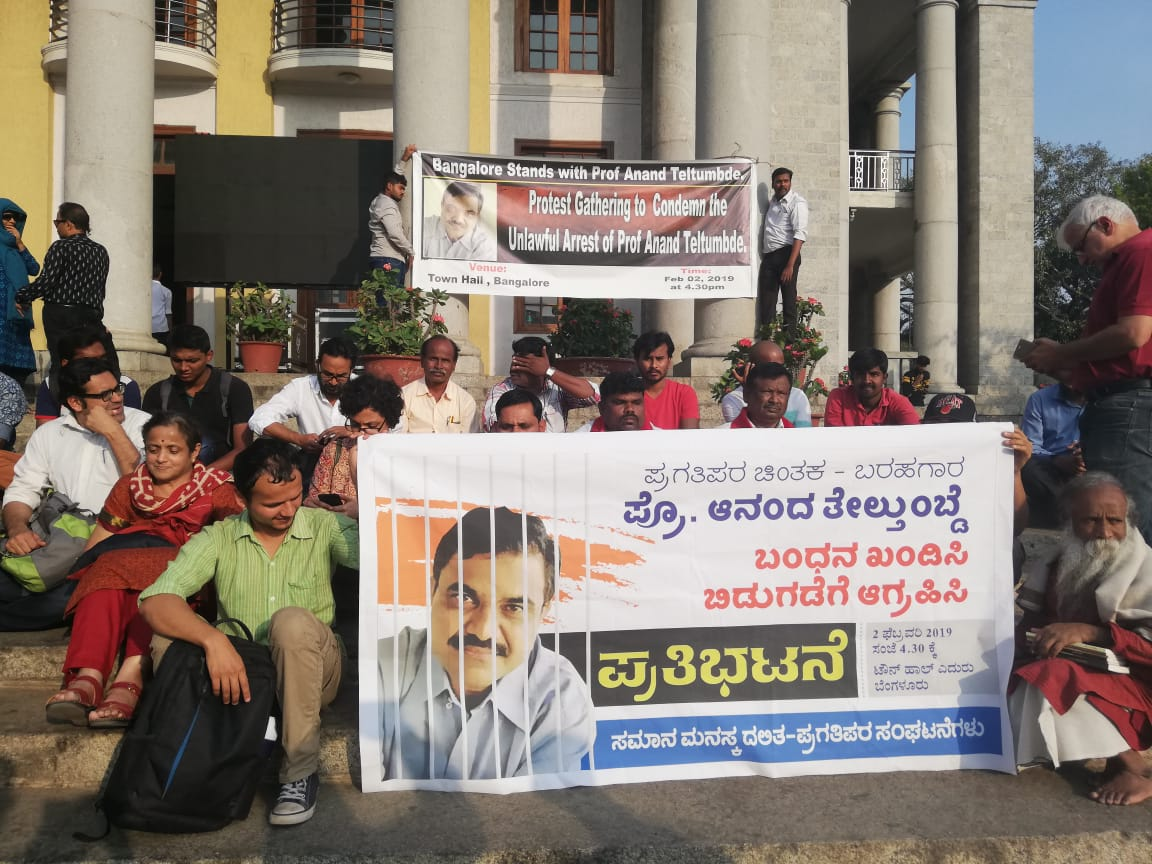 A Protest against arrest of Professor Anand Teltumbde at Town Hall in Bengaluru on Saturday. DH photo by Ajmal