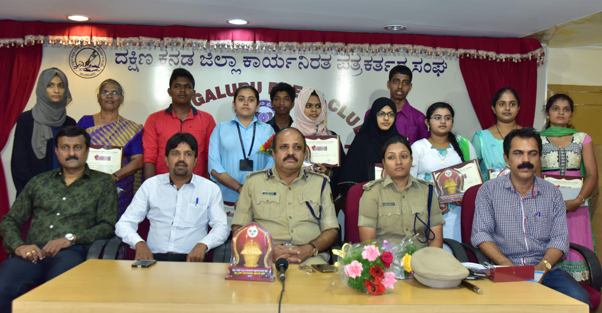 City Police Commissioner T R Suresh, DCP (Crime and Traffic) Uma Prashanth, District Working Journalists' Association President Shrinivas Indaje, General Secretary Ibrahim Adkasthala and Press Club President Annu Mangaluru look on with the winners of an essay competition in Mangaluru.