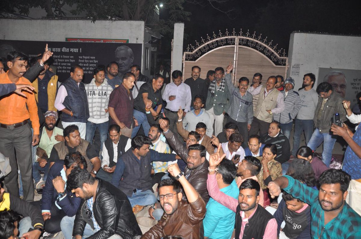 Journalists protest against the beating of Suman Pandey. Photo: Twitter/sarafsnehil
