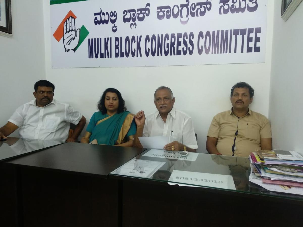 Former minister Abhayachandra Jain addresses mediapersons in Mulki.