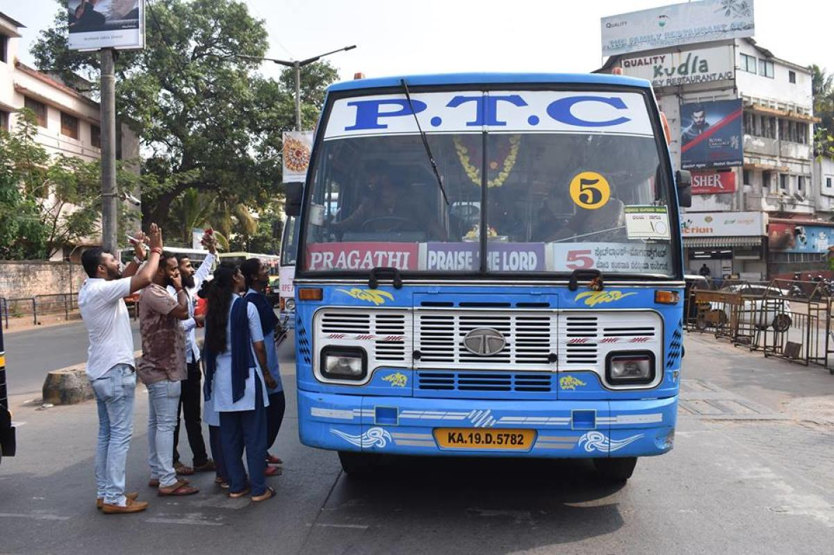 Students speak to bus drivers on 'No Horn Day' at Ambedkar Circle in Mangaluru on Wednesday.