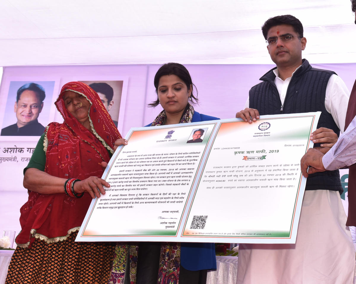 Deputy CM Sachin Pilot distributes certificates to the farmers' beneficiaries on the first of farm loan waiver camp. Photos by Suman Sarkar