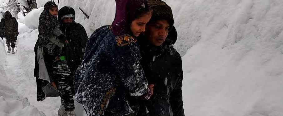 Rescuers on Friday intensified efforts to rescue the 10 policemen feared to be trapped inside their post under a snow avalanche which struck near Jawahar Tunnel on the Srinagar-Jammu National Highway, police said. Picture courtesy @crpfindia