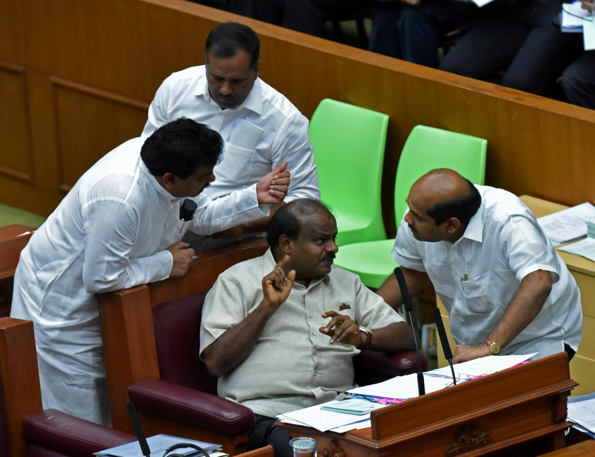 Anxiety-gripped Congress has convened a legislature party (CLP) meeting on Friday ahead of budget presentation and warned its MLAs that absence would invite action under the Anti-Defection Law. (DH File Photo)