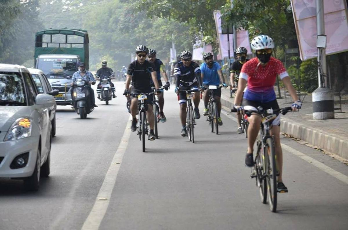 Many like Kuruvilla Choolackal (centre second from left) are encouraging cycling to work in their own companies.