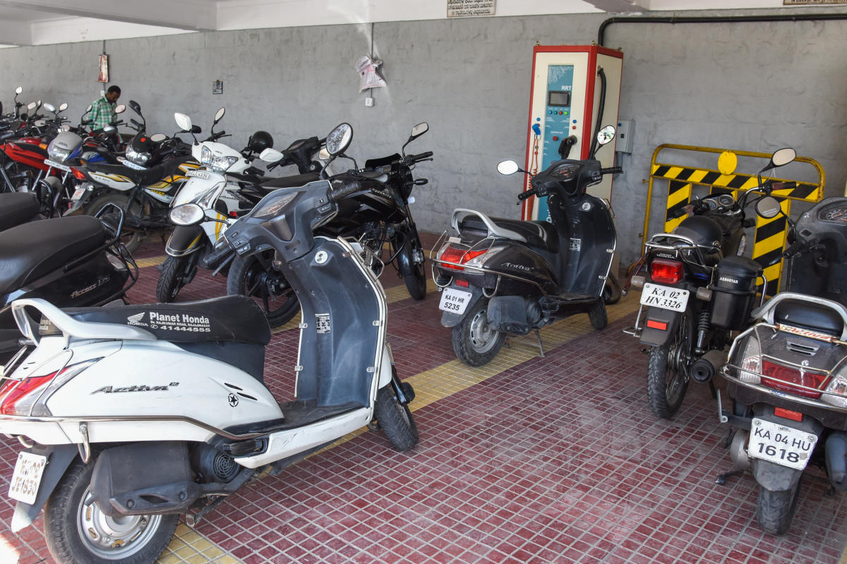 Mulling solution to the surging number of vehicles across Bengaluru, Chief Minister H D Kumaraswamy proposed to implement parking facility at selected 87 roads, accommodating about 10,000 vehicles.