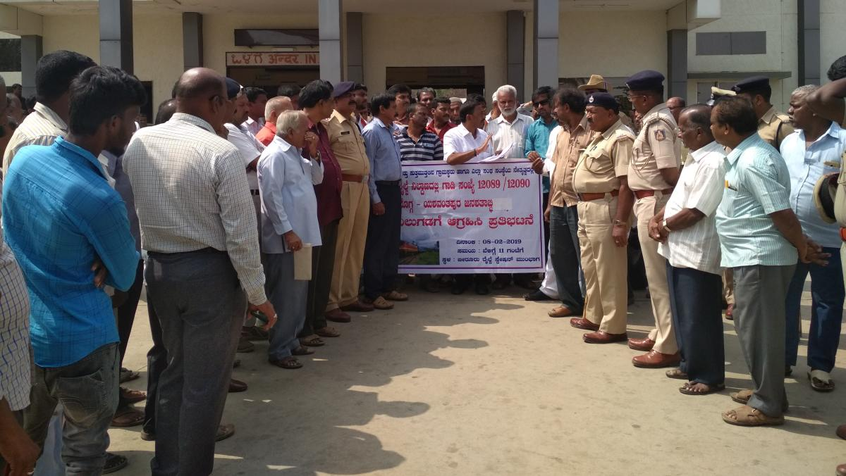 Members of various organisations stage a protest in front of Birur Railway Station on Friday.