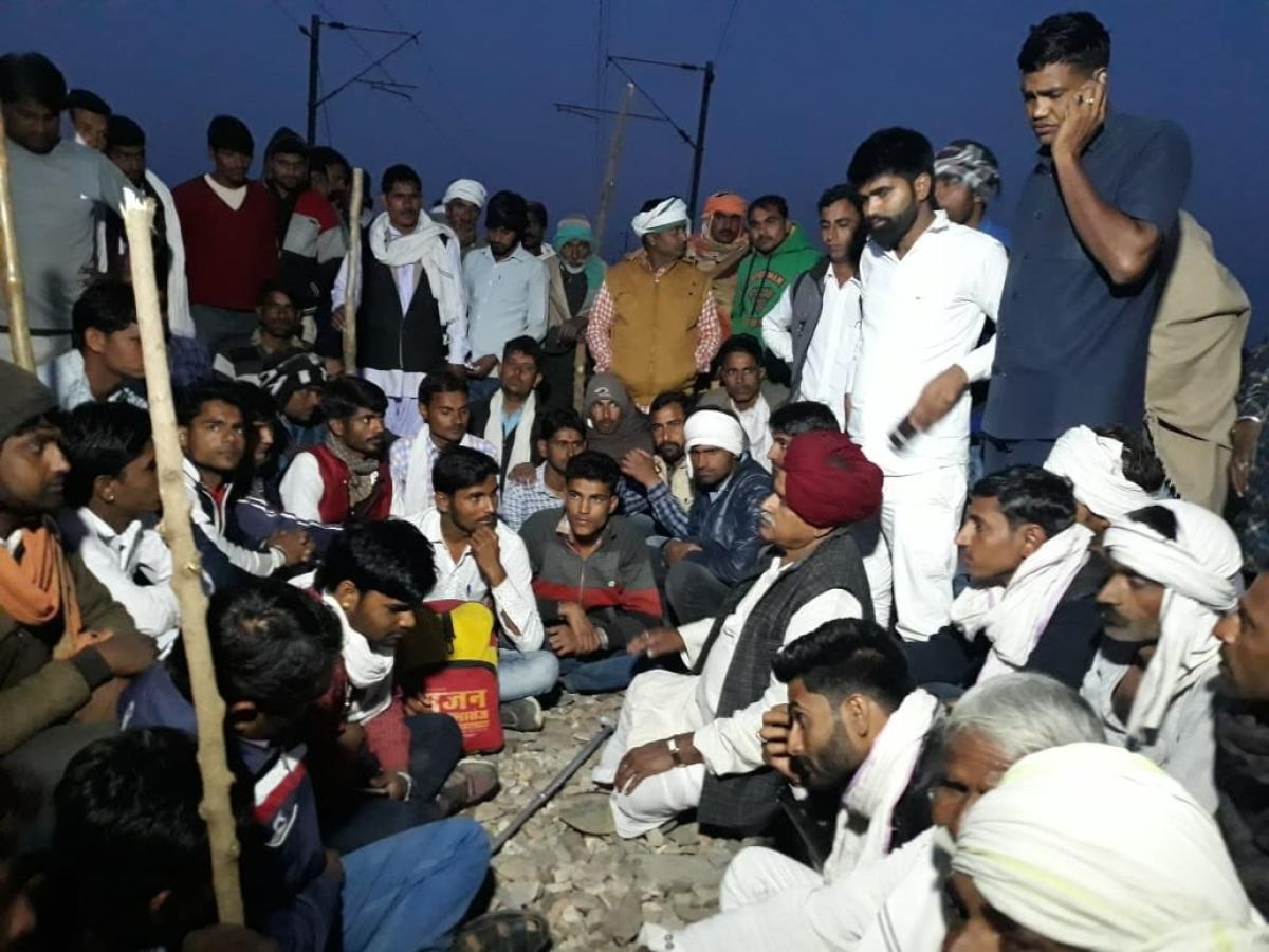 Gujjars are demanding implementation of the 5% reservation that was promised to them by the Rajasthan government.