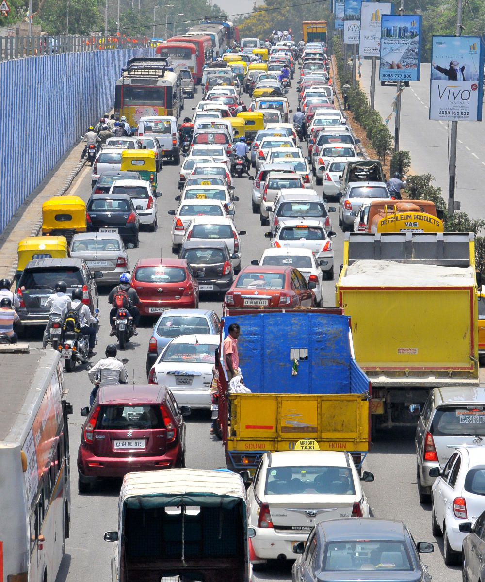 Traffic is frequently paralysed near Mehkri Road due to weddings at the Palace Grounds. DH FILE PHOTO