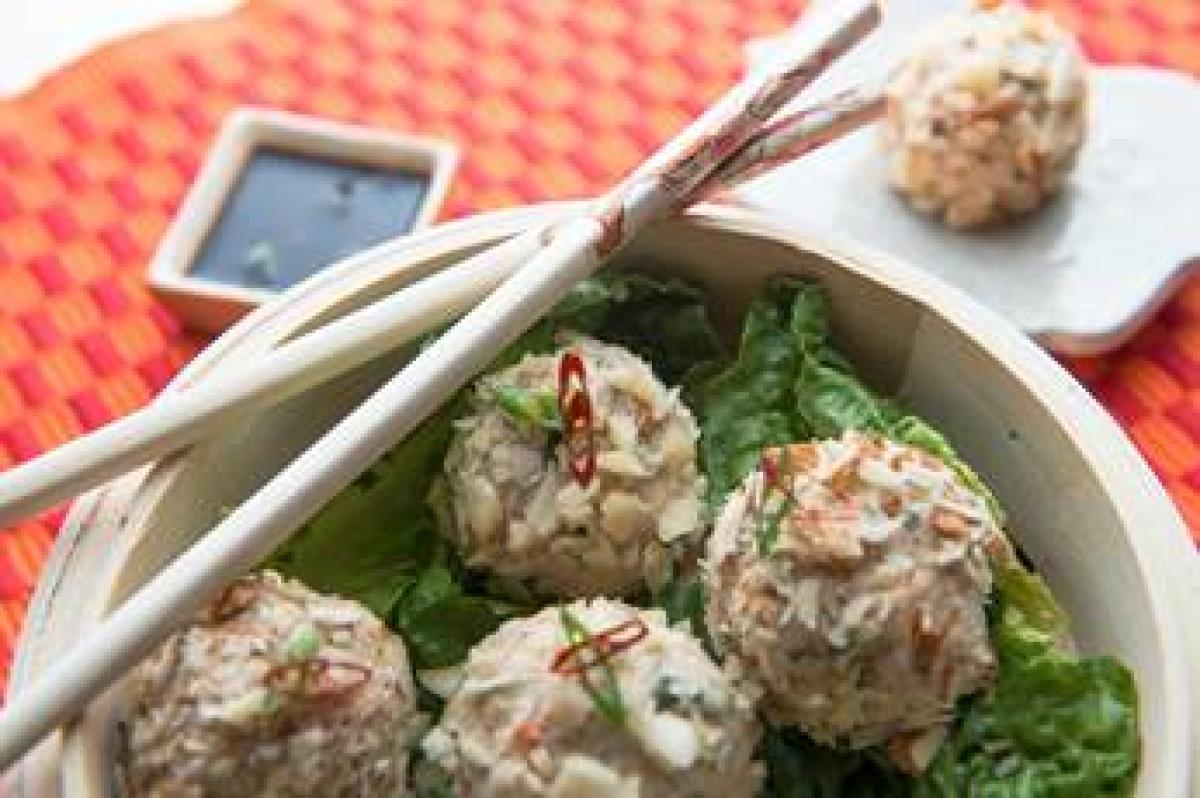 almond and chicken momos