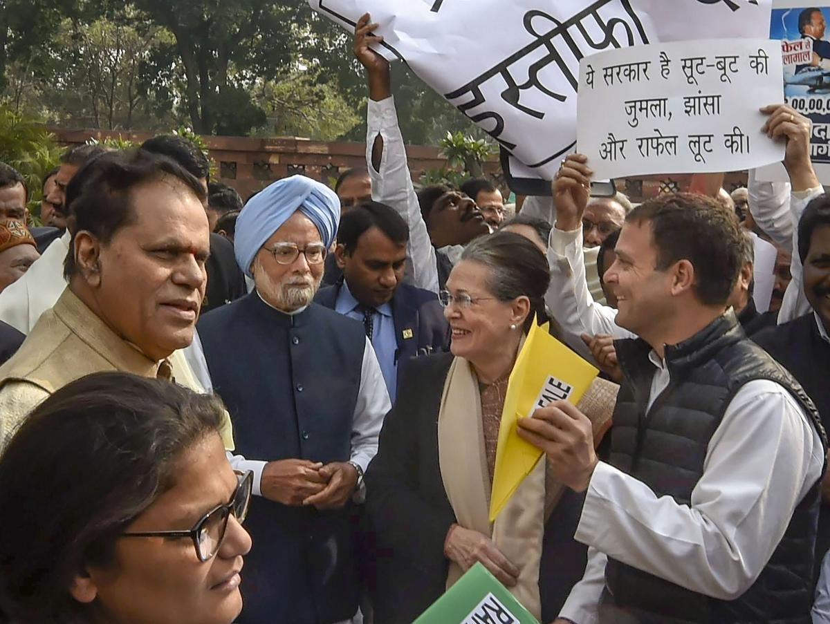 Congress protest over Rafale deal at Parliament (PTI)