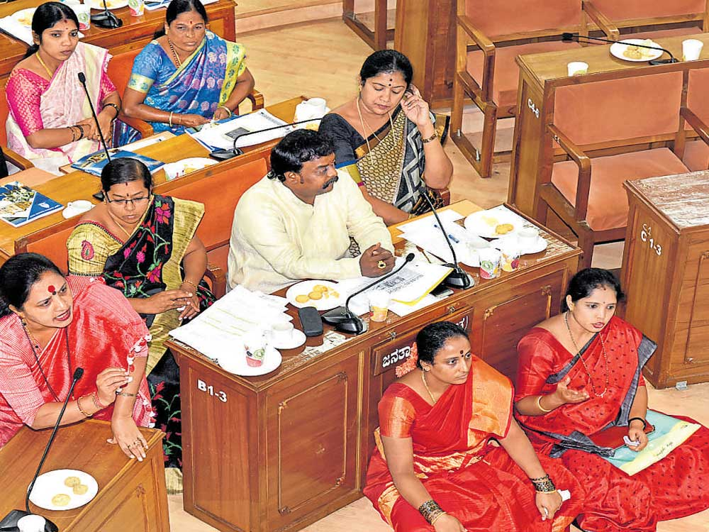 Ruckus in Palike council meeting over attack on women corporators