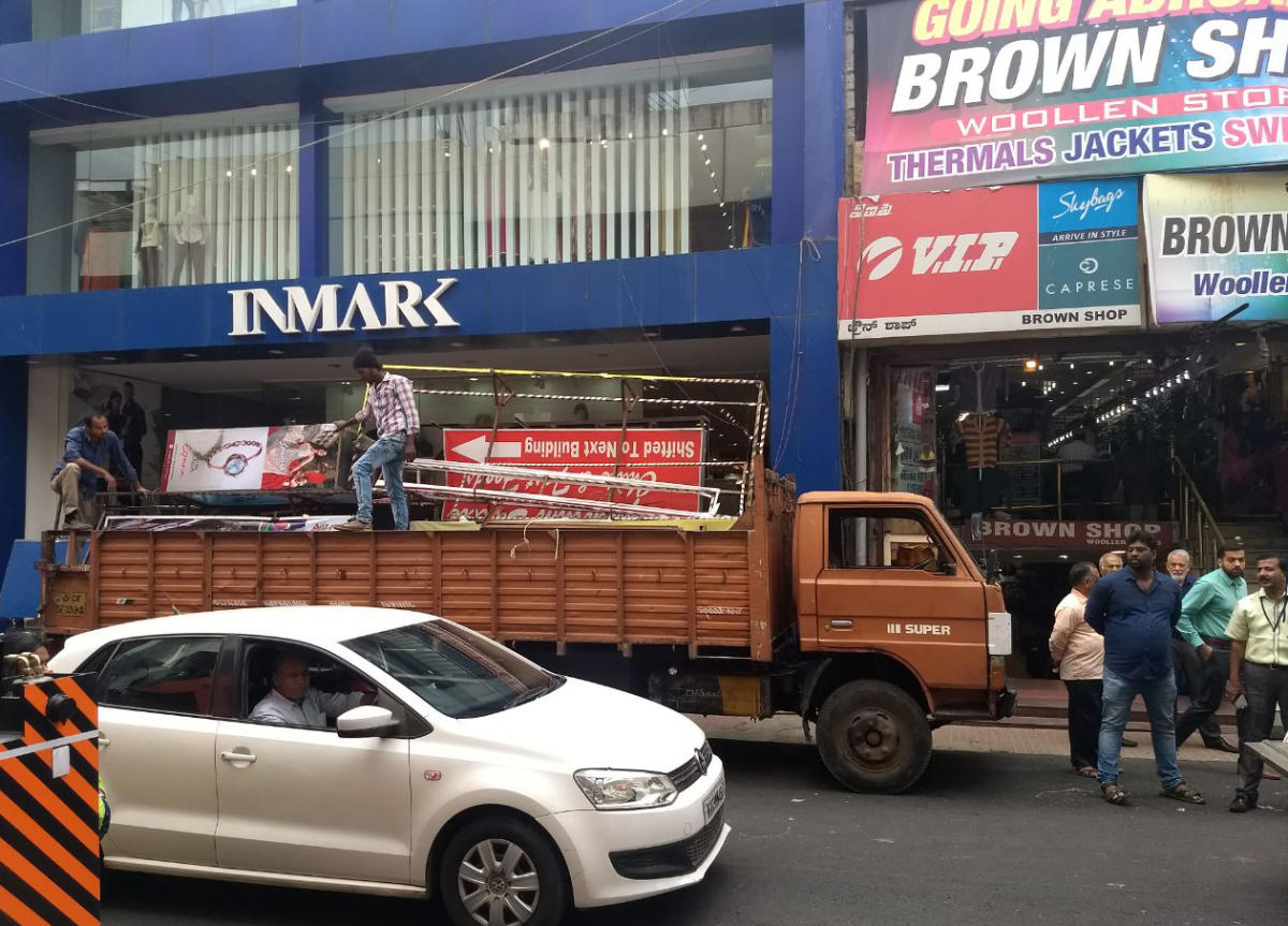 Commercial street: BBMP brings down English signboards
