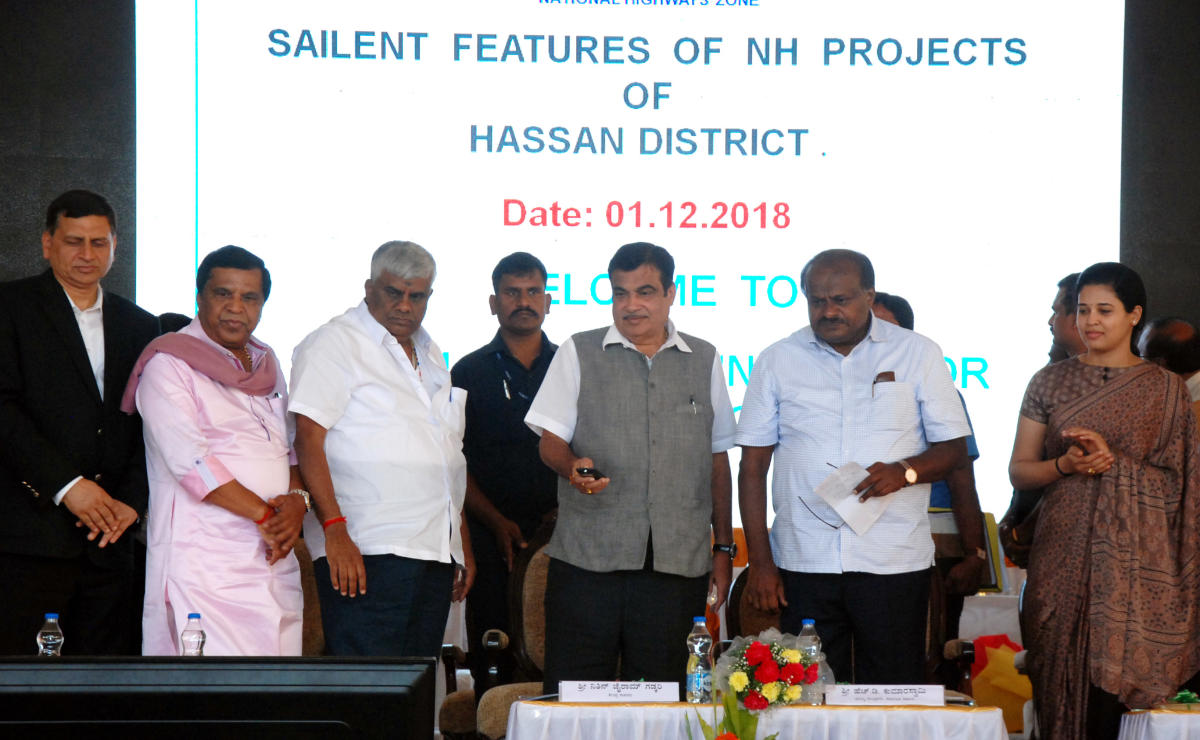 New beginning: Union Minister for Road Transport and Highways Nitin Gadkari launches national highway projects in Hassan on Saturday. MP L R Shivaramegowda, PWD Minister H D Revanna, Chief Minister H D Kumaraswamy and Deputy Commissioner Rohini Sindhuri.
