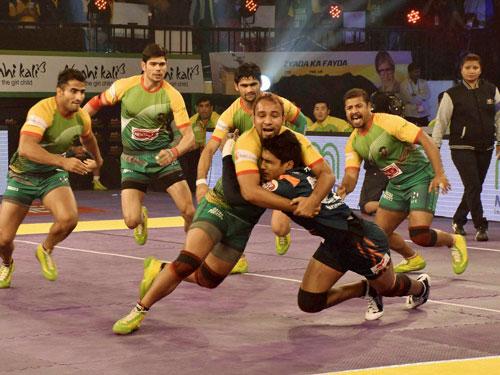 Patna Pirates beat Bengal Warriors to maintain unbeaten run