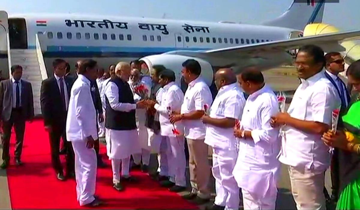 Modi reaches Hyderabad to inaugurate metro rail and GES summit
