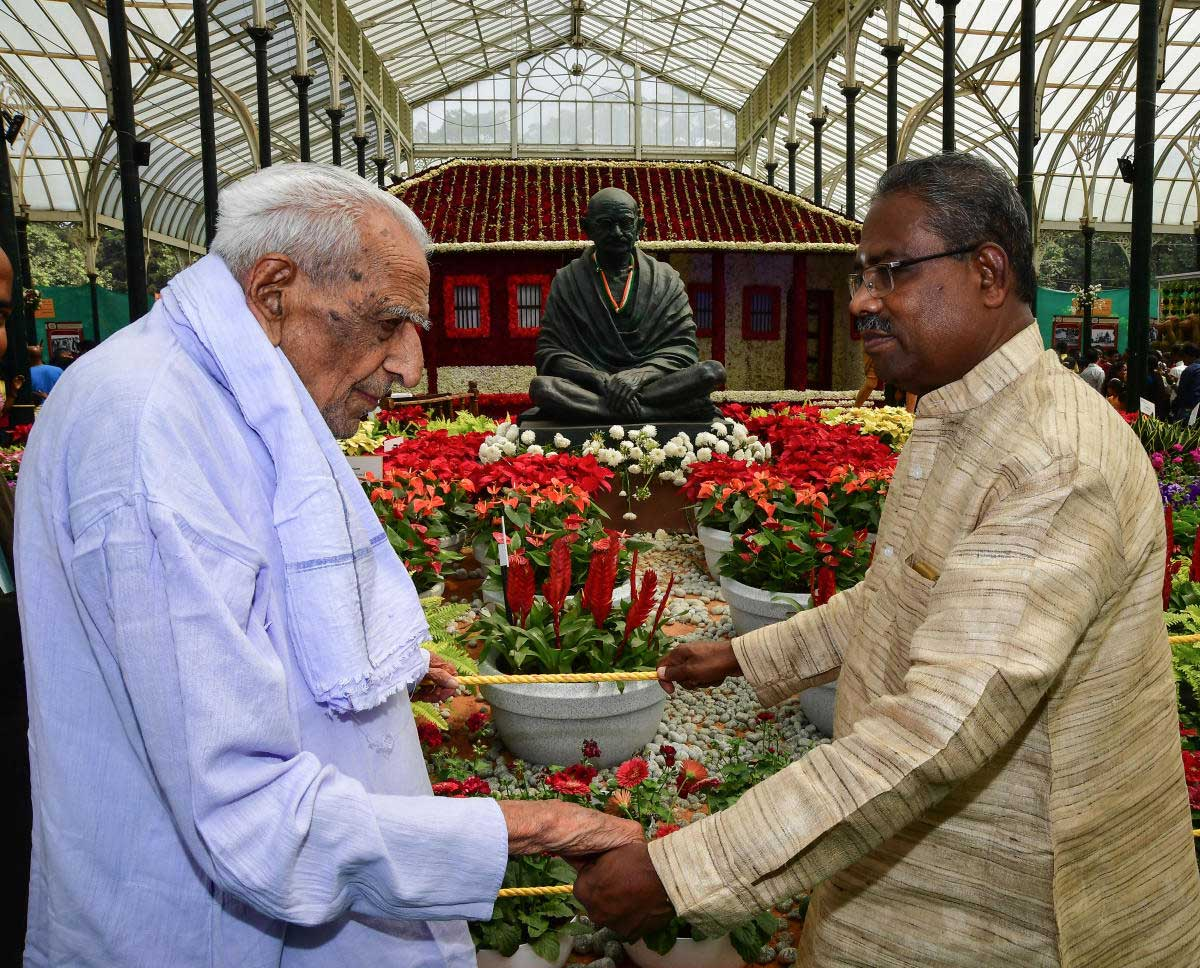 Among the notable visitors were veteran freedom fighter H S Doreswamy and chairman of National Gandhi Memorial in Rajghat, Delhi, Annamalai who decided to visit the flower show after hearing about the replica of the Rajghat and the Sabarmati Ashram. DH photo