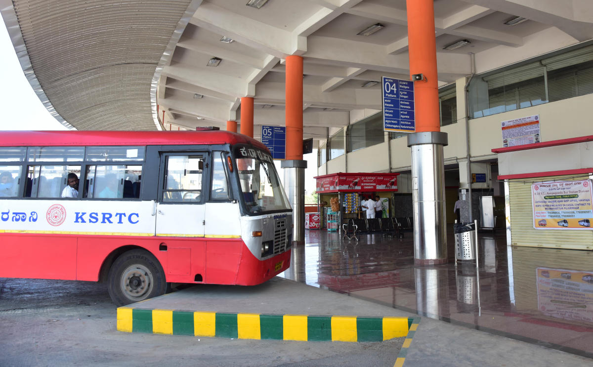 The KSRTC has shifted 60 bus services from the Majestic to the Basaveshwara terminal in Peenya. DH FILE PHOTO