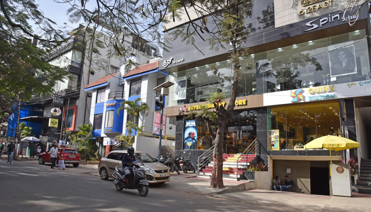 Amid a row over the commercialisation of Indiranagar, businesses established in the locality for the last 30 years claim that BBMP's crackdown on pubs and bars would affect their livelihood. DH file photo