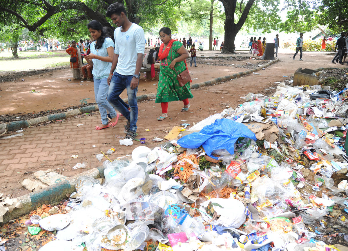 Many spots in the Lalbagh Botanical Garden were littered with trash on Wednesday, the last day of the flower show. DH PHOTO/Srikanta Sharma R