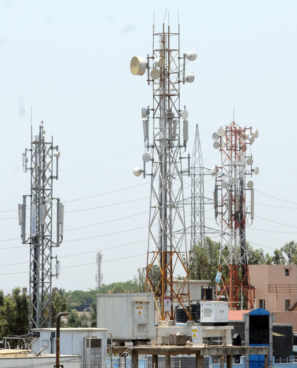 The BBMP Tax and Finance Standing Committee has decided to hike the existing annual fee on the mobile towers from Rs 20,000 to Rs 50,000. DH file photo
