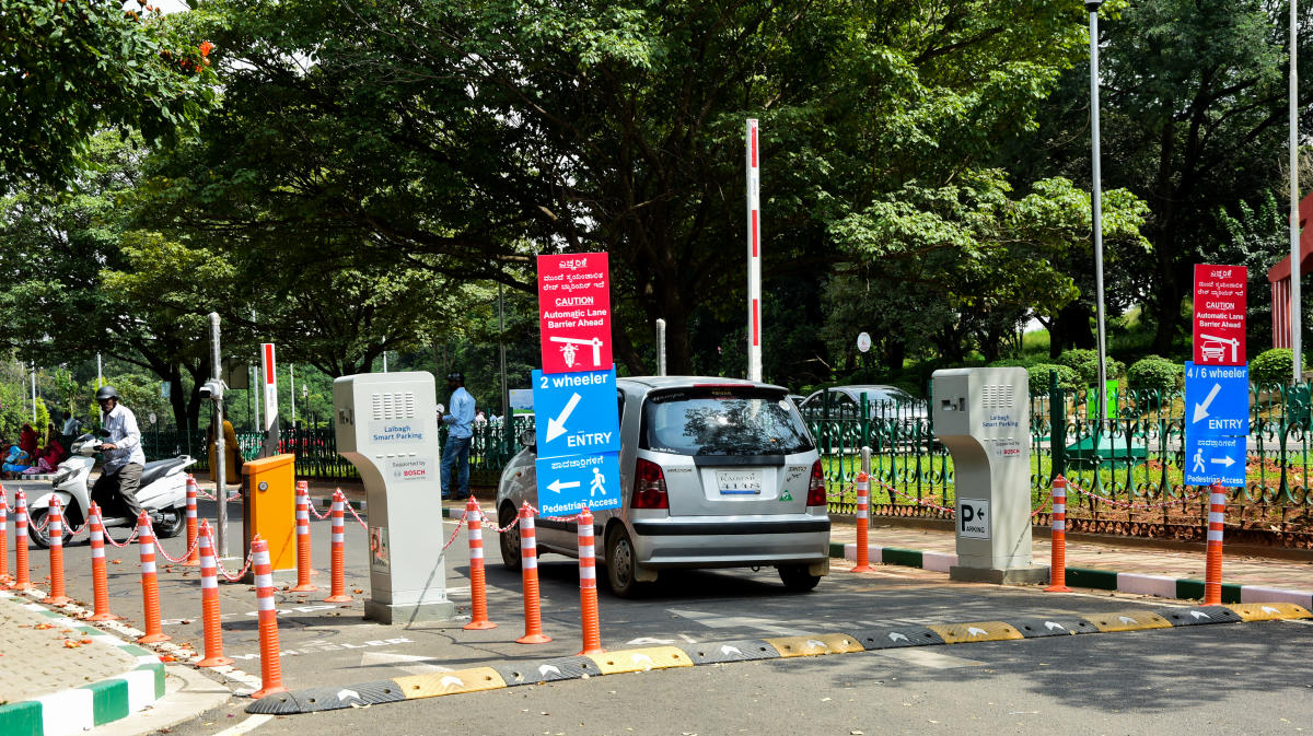 The smart parking system installed in Lalbagh. DH PHOTO/CHANDRAHAS KOTEKAR