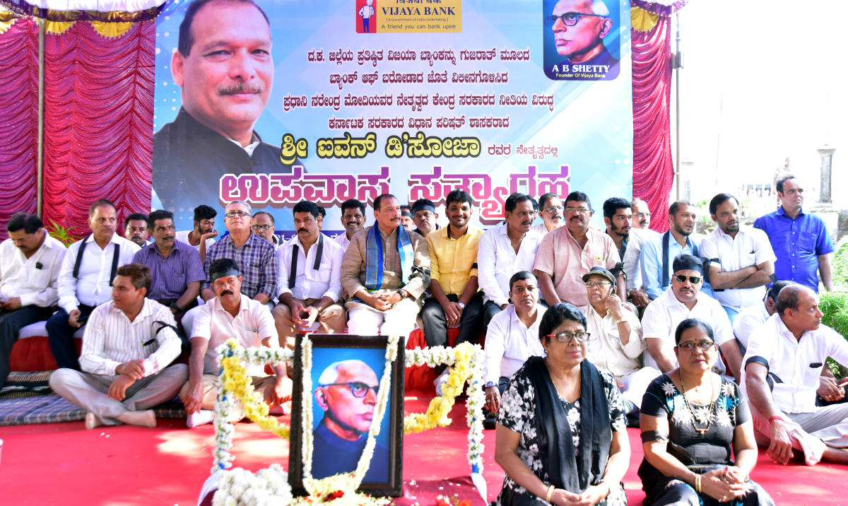 MLC Ivan D'Souza stages a hunger strike in front of the Gandhi statue near Town Hall in Mangaluru on Tuesday.