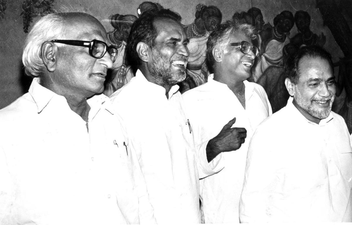Janata Party senior leaders (from left) Madhu Dandavate, Chandrashekhar, George Fernandes and Ramakrishna Hegde at party meeting in Bangalore. (DH File Photo)