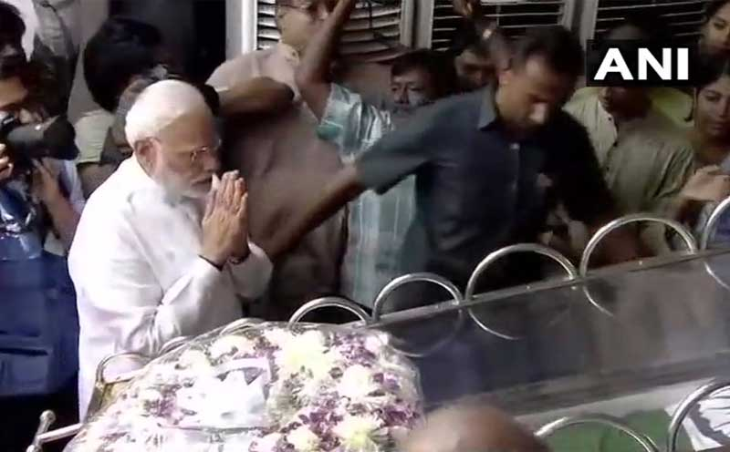 Clad in white, Modi laid a wreath at Karunanidhi's feet and bowed before his mortal remains, paying his respect to the late leader. (ANI Photo)