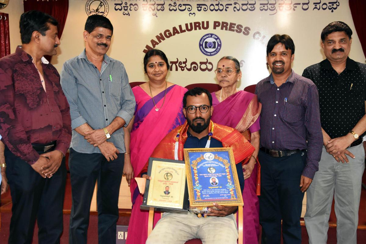 Pa Gopalakrishna Memorial Award 2018 for 'Best Rural Reporting' was presented to Journalist Imtiaz Shah Tumbe at Patrika Bhavan in Mangaluru.