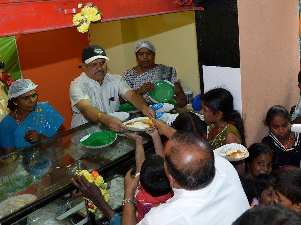 Amma canteens short of stock after Jaya's death