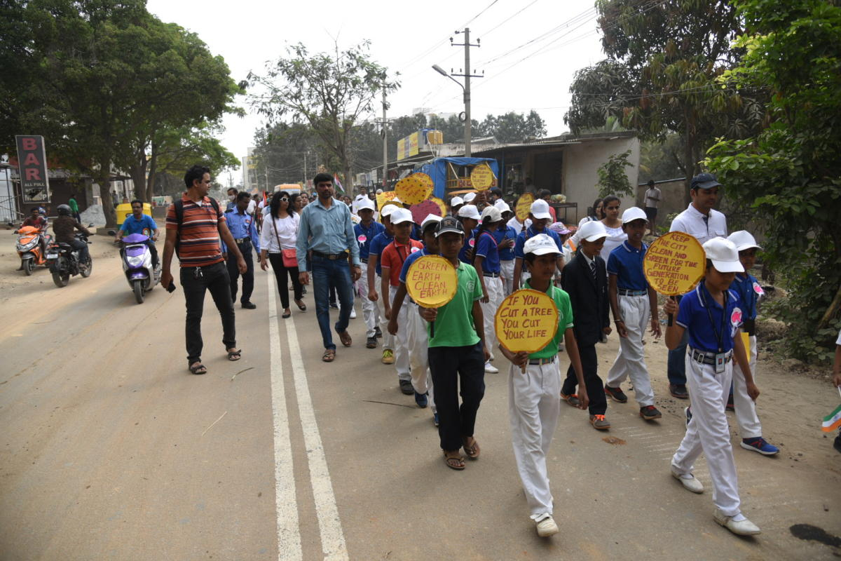 The Federation of Beautiful Begur installed tilting dustbins with the help pf BBMP all along the Begur road on Sunday to spread awareness about cleanliness. The children and ladies also participated in walkathon.