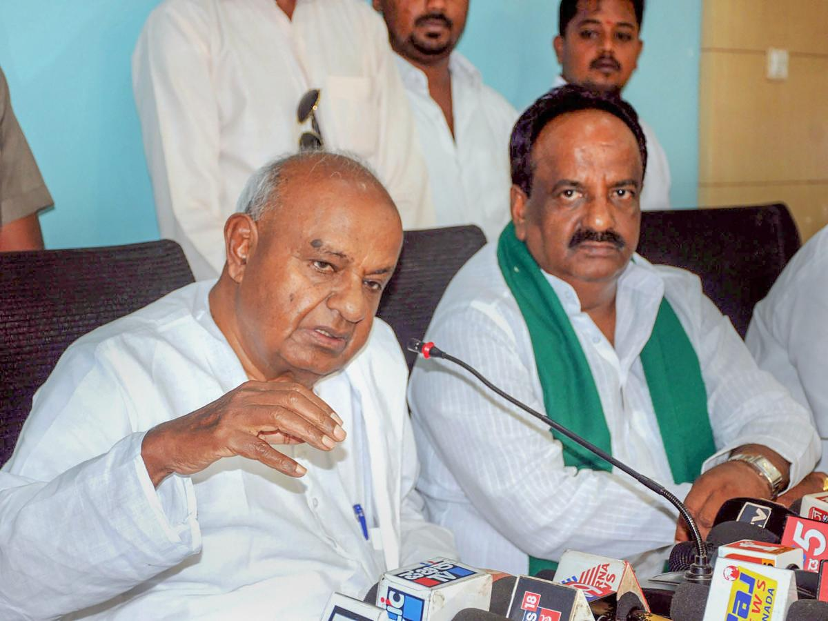 """Supporting the farmers' march in New Delhi, former prime minister H D Deve Gowda on Friday said, along with """"ease of doing business"""", India should also better itself in """"ease of doing agriculture"""". PTI file photo"""