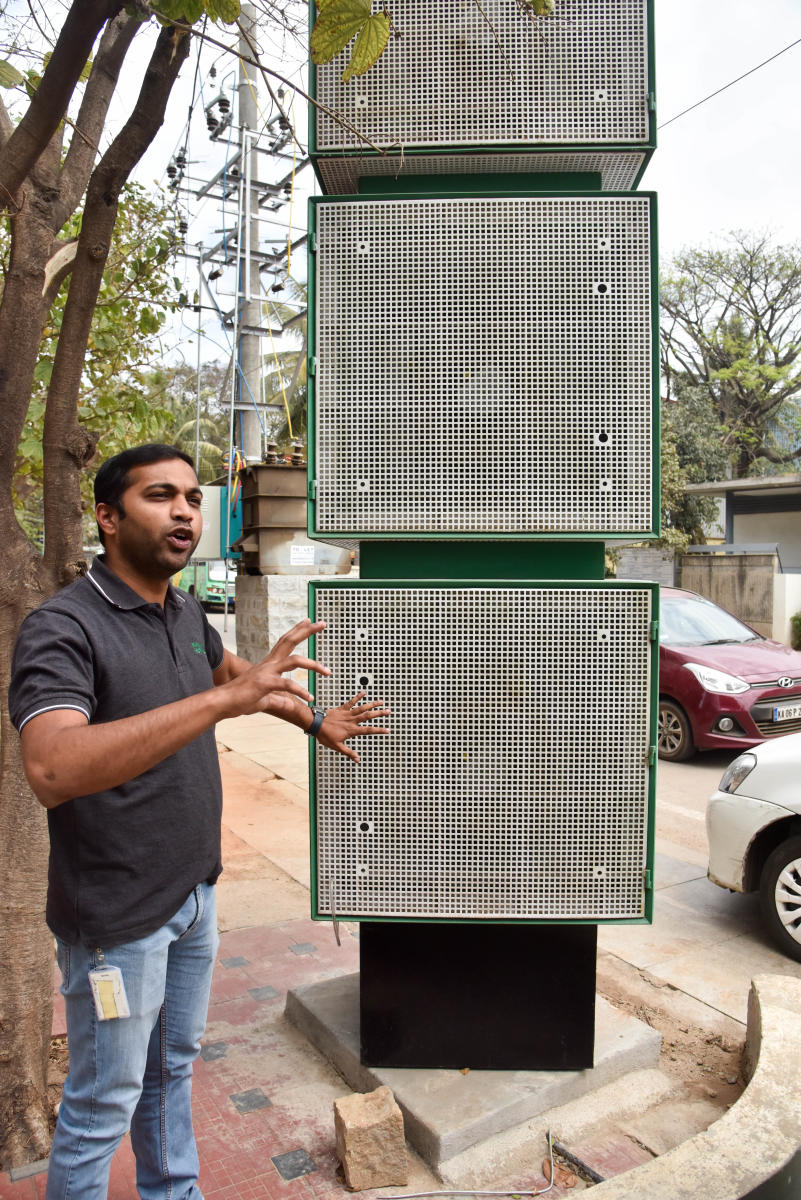 Harsha Prakash Gowda, an expert on the fine dust-eater project, demonstrates the working of the machine in Bengaluru. DH Photo/B H Shivakumar