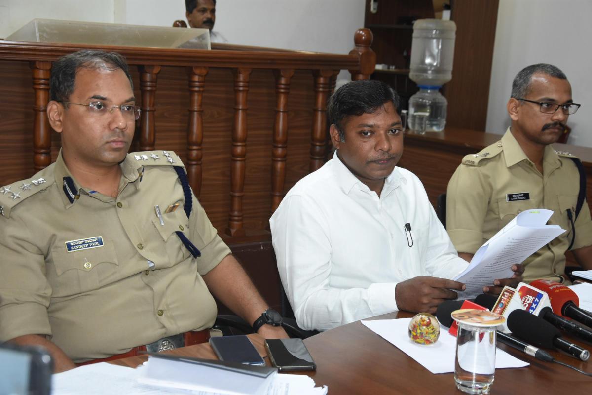 Deputy Commissioner Sasikanth Senthil addresses mediapersons in Mangaluru on Monday.