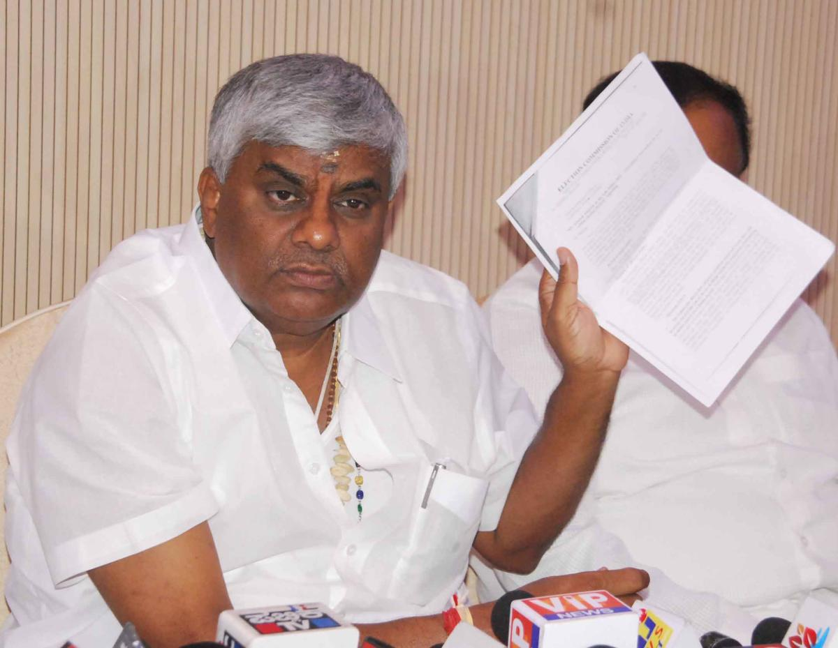 Manjegowda amassed wealth worth Rs 500 cr to Rs 700 cr: Revanna