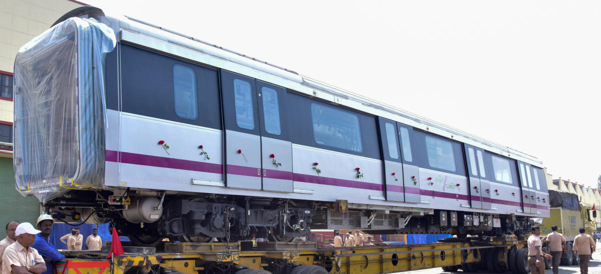 Beml delivers the first intermediate Metro car unit for Namma Metro, in Bengaluru on Wednesday. DH Photo/B H Shivakumar