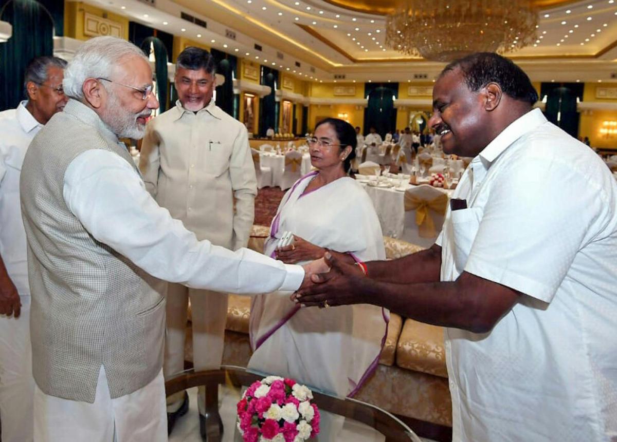 Prime Minister Narendra Modi greets Karnataka Chief Minister H D Kumaraswamy during the Niti Aayog meeting in New Delhi. DH file photo