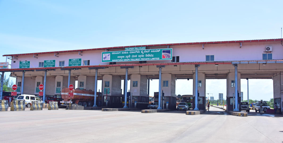 Vehicles use the entire tolled road but avoid paying for it by taking a U-turn right in front of the toll plaza