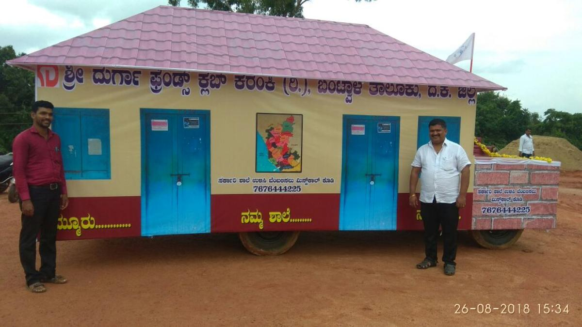 'Ratha' ready for its journey from Bantwal to Bengaluru urging the government to save government schools.